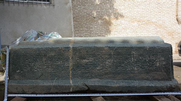 کشف سنگ مزارهای تاریخی در محله دوشنبه ای بافت تاریخی گرگان