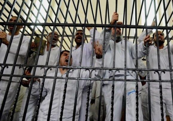 27 مجروح بر اثر واژگونی خودروی حامل زندانیان مصری